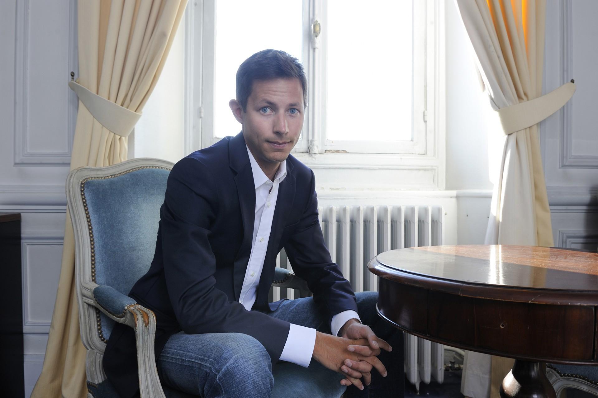Adjoint au maire François  Xavier Bellamy de la mairie de Versailles.