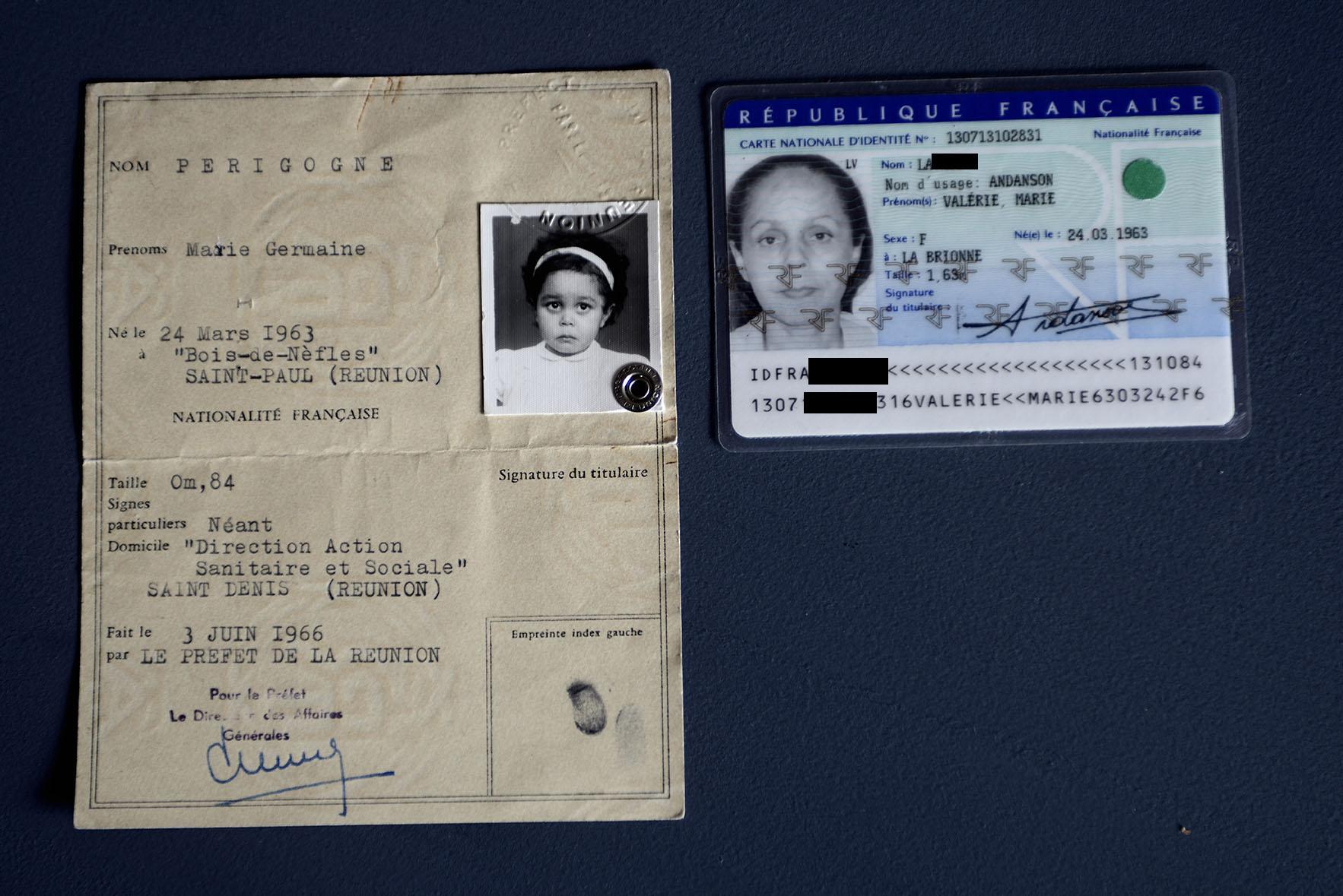 Valérie est la porte-parole de la FEDD, Ici, la preuve de la falsification de son état civile. Aujourd'hui elle cherche à retrouver son identité. Cette carte d'identité d'elle enfant se trouvait dans le dossier qui lui a été remis par une assistante sociale de l'île de la Réunion lorsqu'elle repart à l'âge de 40 ans pour faire des recherches sur ses origines. Elle contacte le ministère de la justice qui lui répond que selon la loi française, on peut changer de nom et de prénom, mais qu'il est interdit de changer de lieu de naissance. Il y a donc bien dans son cas une falsification de l'État-civil. Elle vit de nouveau en France.  -Valérie, spokeswoman for the FEDD, has proof that her personal records have been forged. This child's ID was in the records that was provided to her by a Reunion island social worker, when she went back there aged 40 to find out about her past. She contacted the Ministry of Justice where it was confirmed to her that French laws allow a name change, but prohibit modifying the place of birth: that's proof of personal records forgery. She now lives in France.